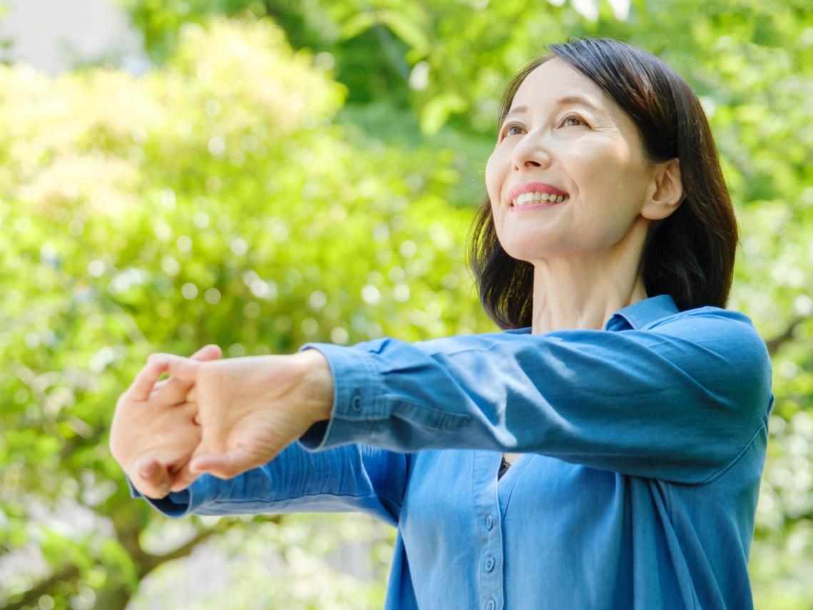 50後,早睡早起很重要!日本熟齡作家:好好生活的標準,是珍惜自己、活得俐落清爽
