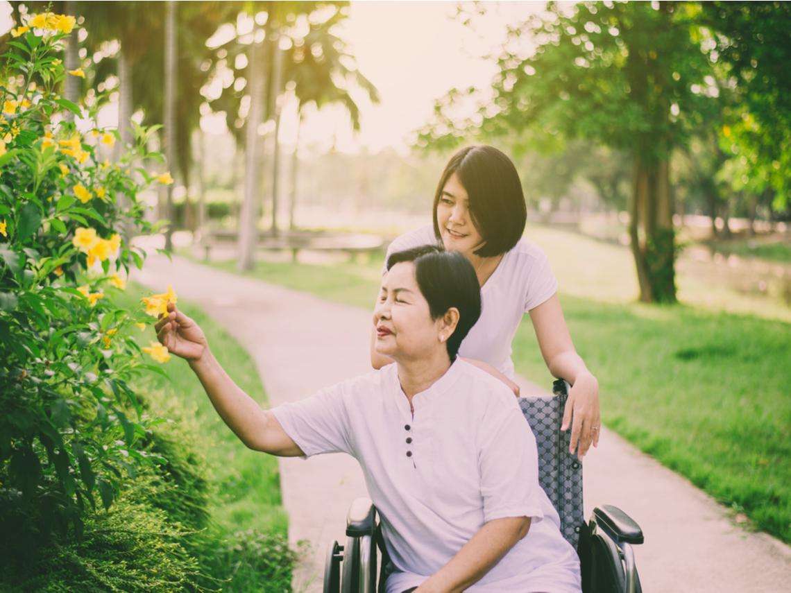 不吝表達喜悅,不忘讚美他人!受照護者應具備的10大素養,讓照護關係和諧、良好