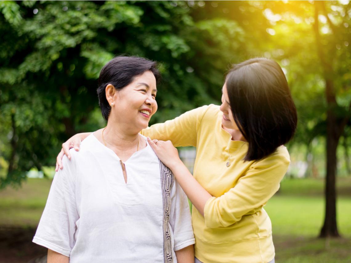 不是忘記,只是記不得!50歲後做對4件事預防、延緩失智症,對家人的愛不會消失