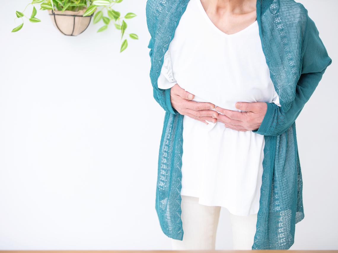 肚子痛以為肌肉拉傷,確診是十二指腸癌!醫師:注意8大症狀,當心腫瘤找上門