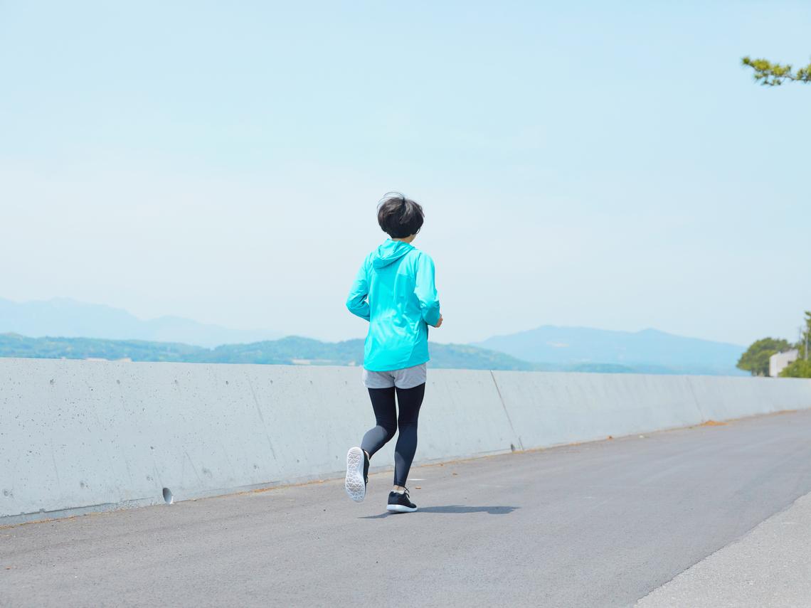 讓大腦充滿元氣!哈佛研究:每天這樣走路,降40%心肌梗塞風險、遠離阿茲海默症