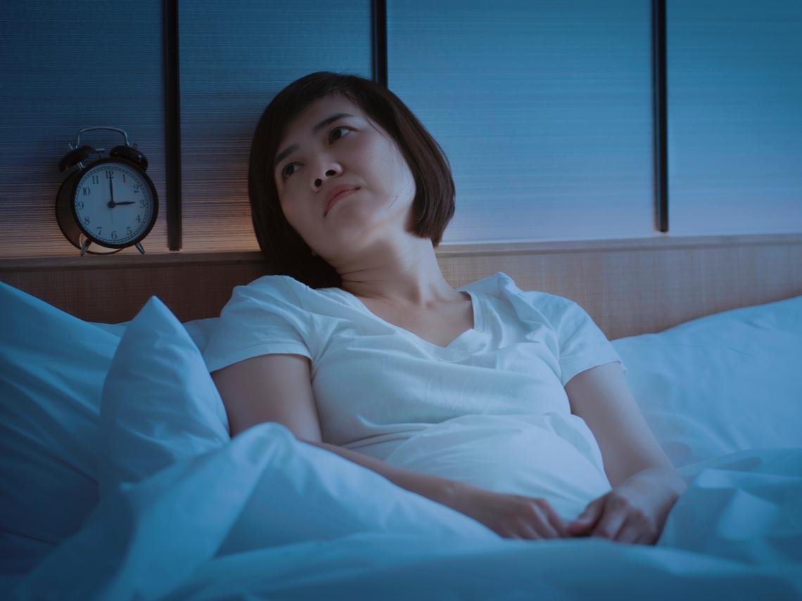 「睡不著」是50歲後的困擾!醫師:多攝取4大助眠食物,幫助改善失眠症狀