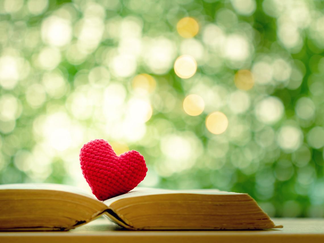 一旦生命結束,了無痕跡最是逍遙自在!將骨灰壓成寶石與書相伴,是何等美好景象