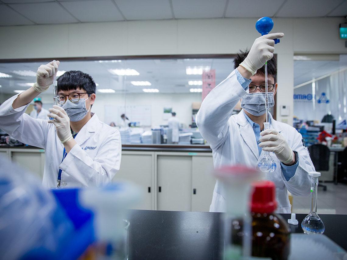 疫情若捲土重來台灣恐成重災區?生技業認清不能靠別人  組國家隊自製疫苗藥物