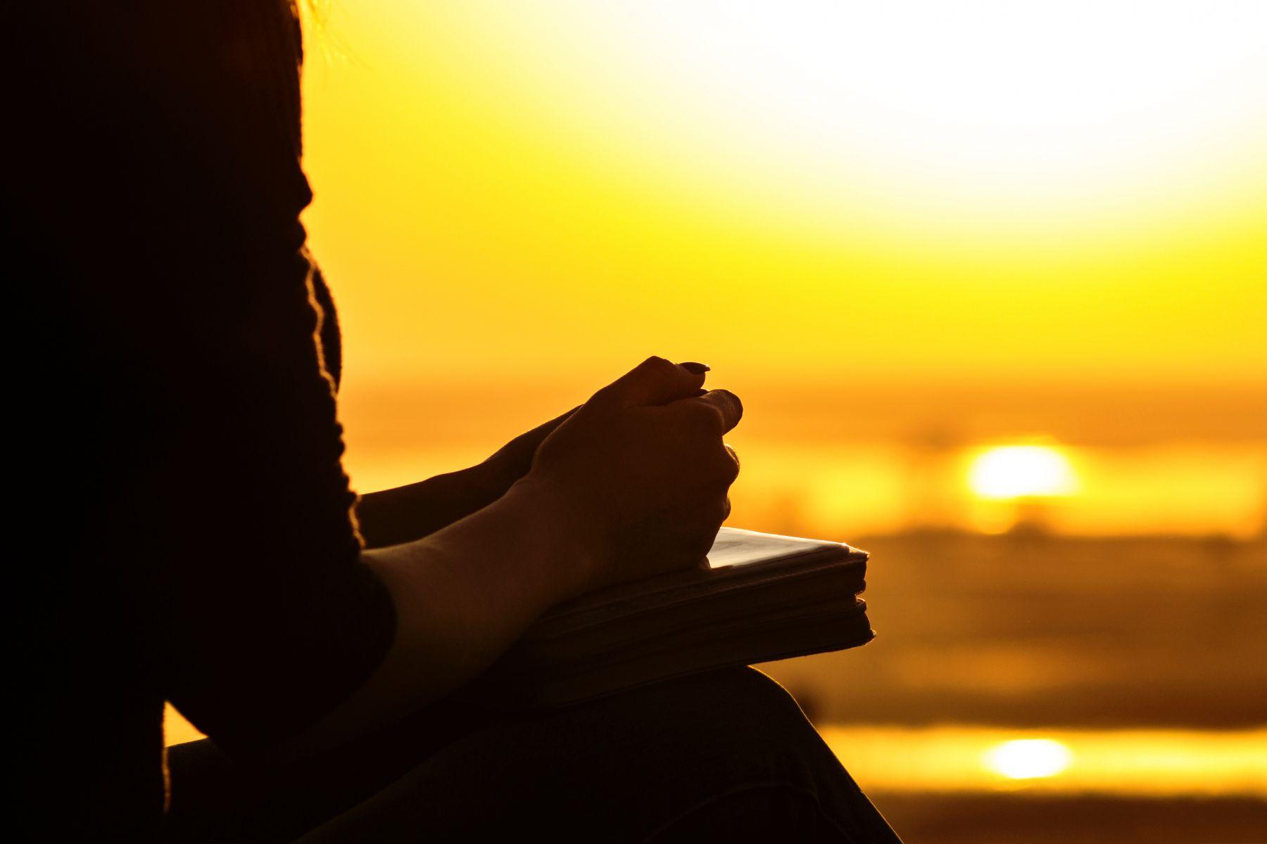 學習接住他人,成為真正的大人!張曼娟:把情緒抽離,練出臂力、耐力、慈悲力
