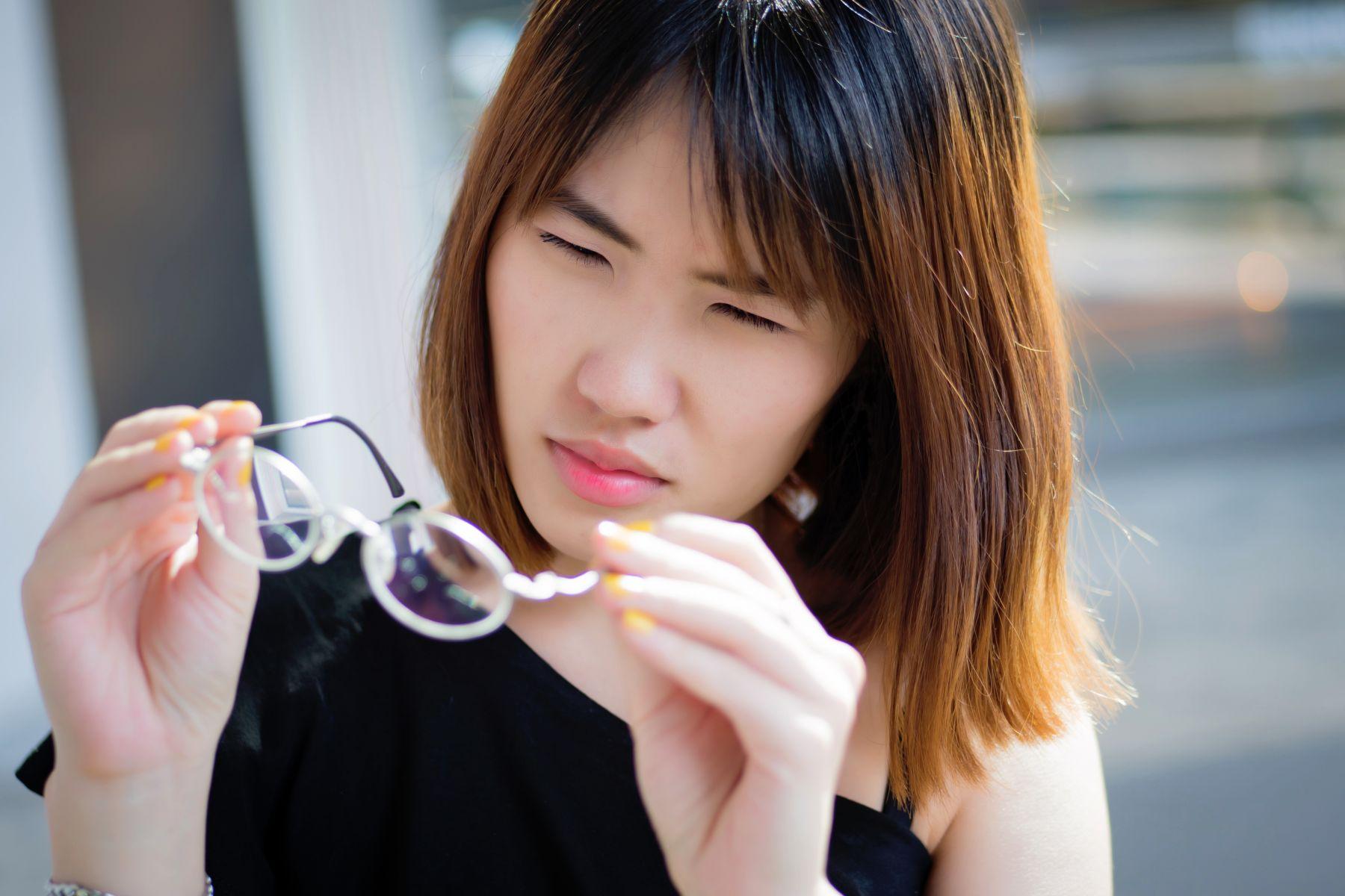 視力減退,看東西好模糊?50歲後易「白內障」,出現4症狀快找眼科醫師檢查