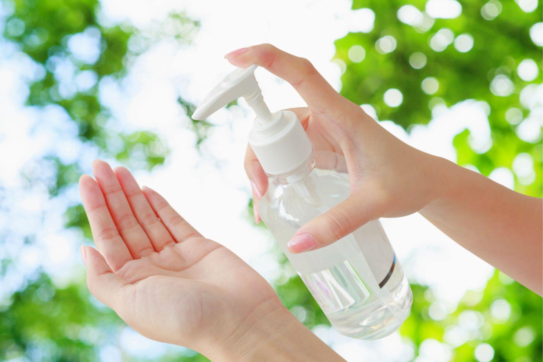 武漢肺炎》自製「酒精性乾洗手」殺菌消毒,75%酒精和90%哪種好?感染科醫師:多做1步驟減少過敏