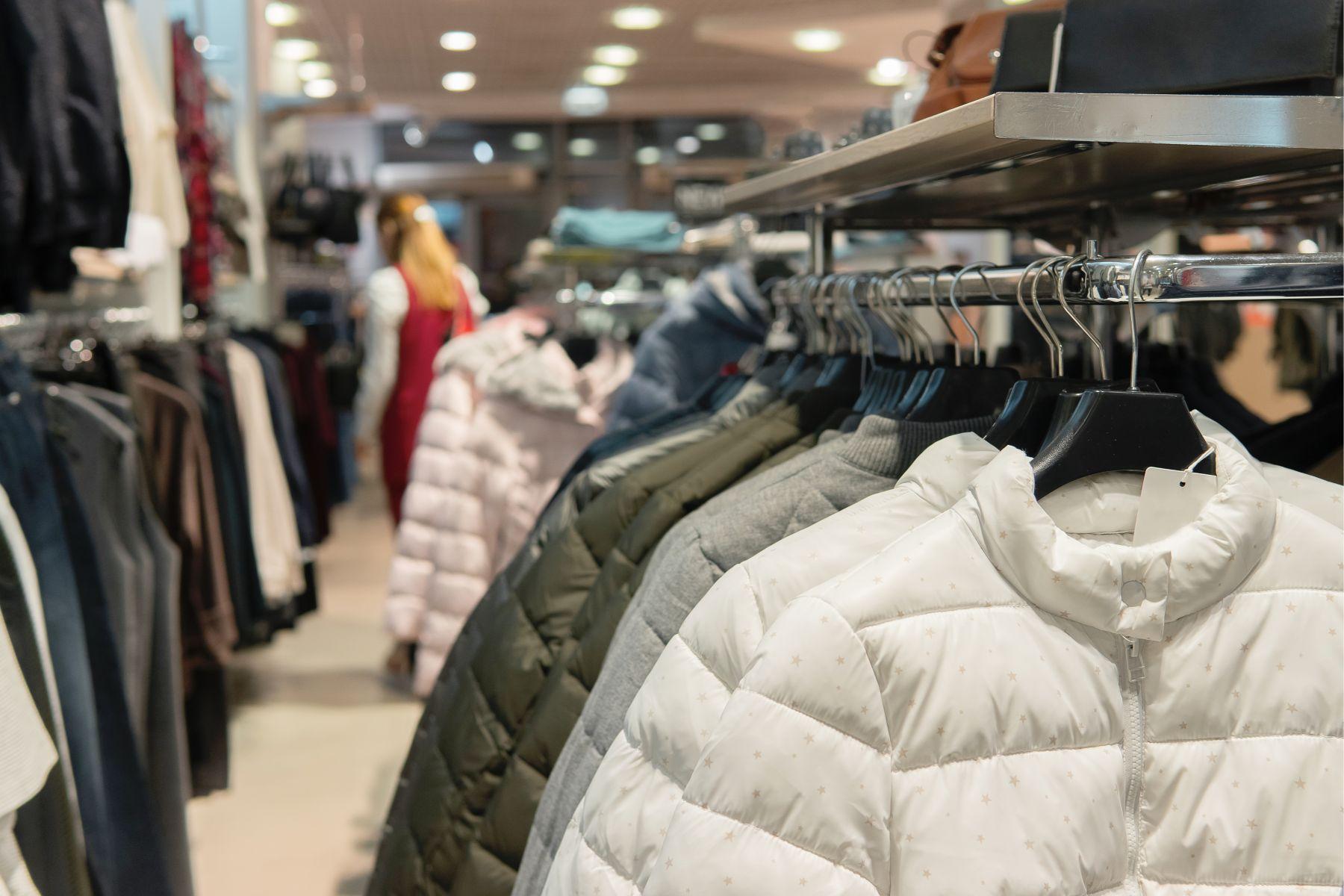 羽絨衣穿搭》羽絨外套裡面穿什麼最暖?如何挑選保暖羽絨衣?專家一次解答