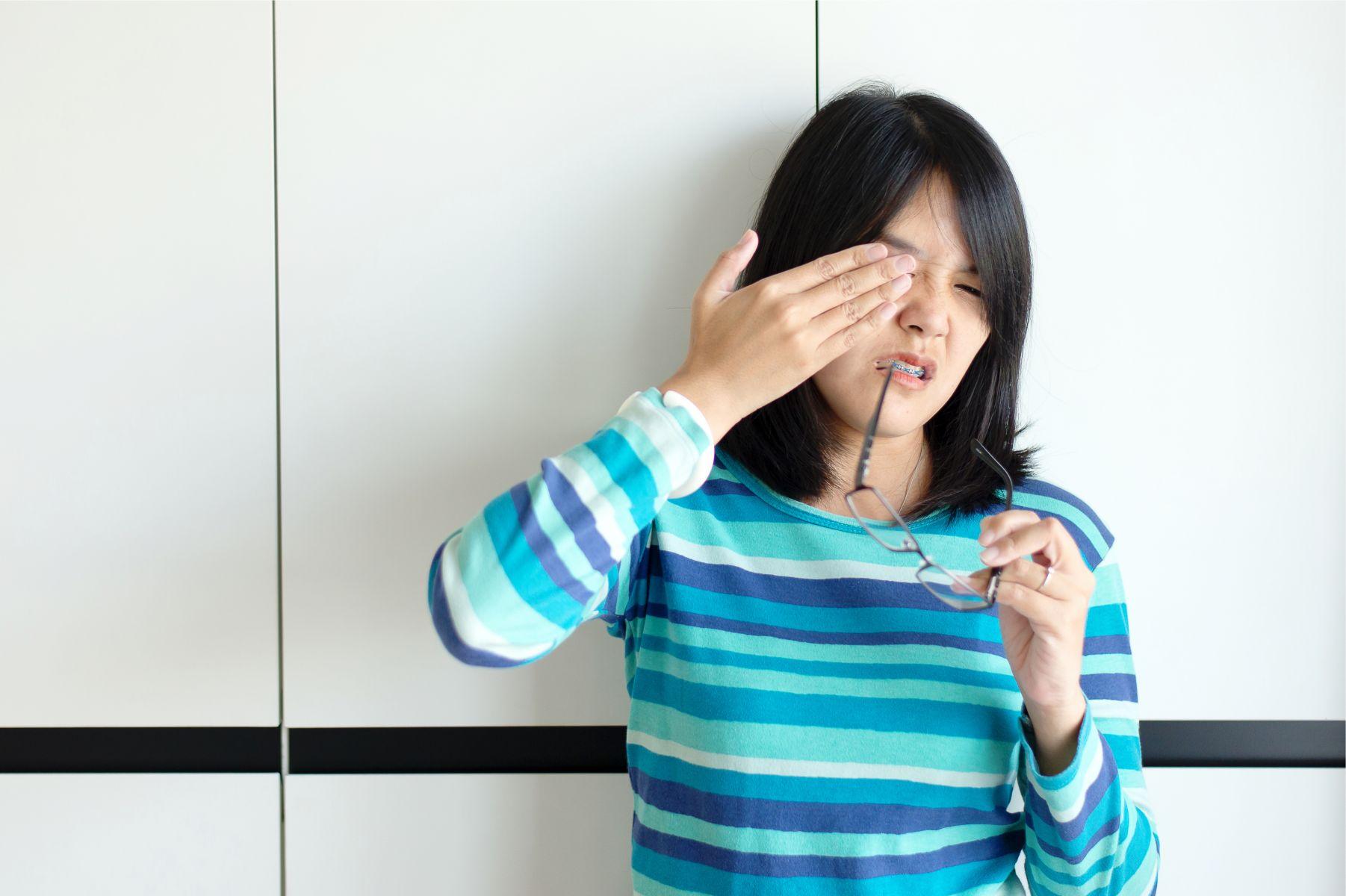 黃斑部病變出現3症狀速速就醫!研究提醒愛吃「6種食物」可能失明看不見