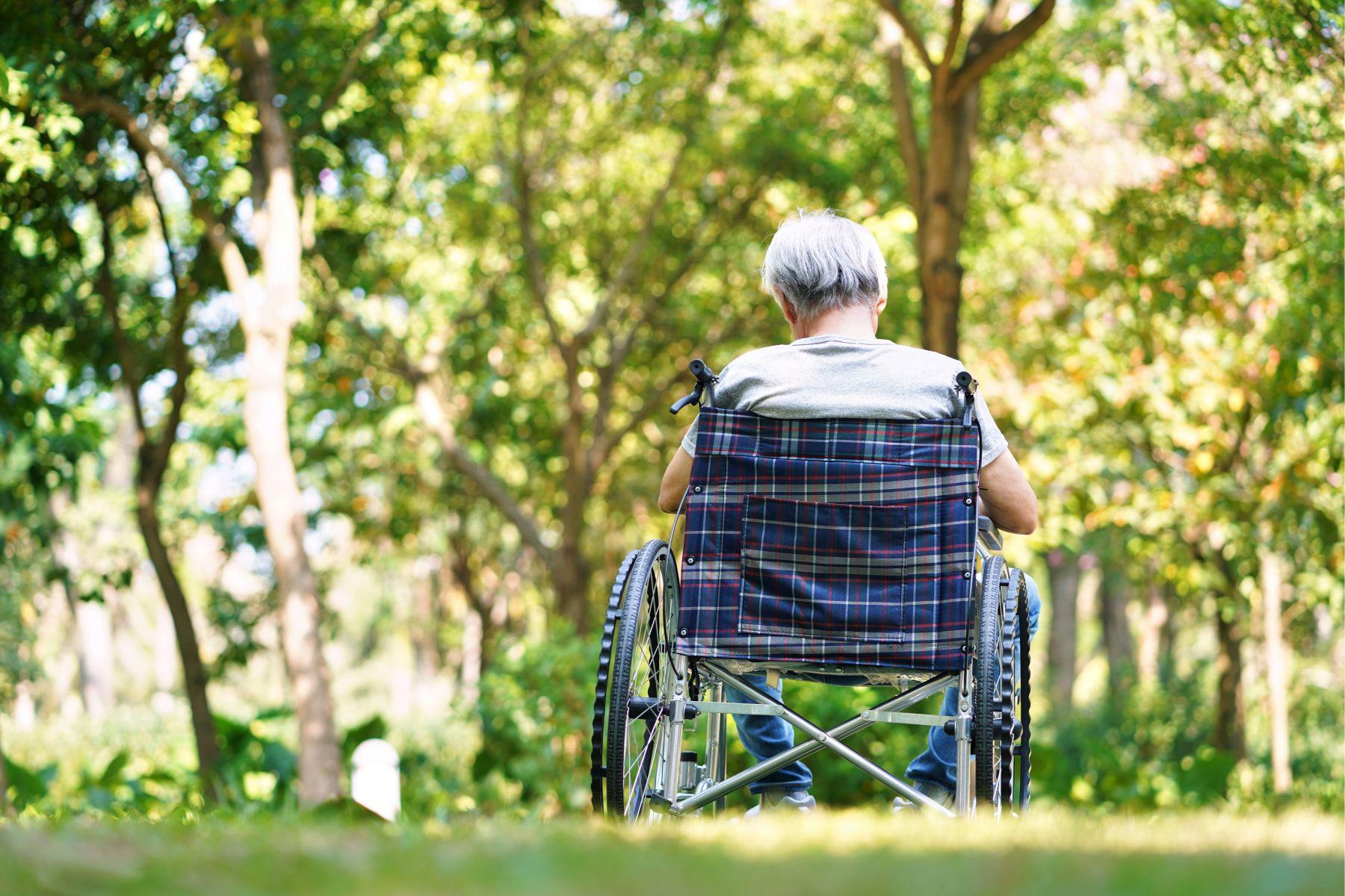 曾年少輕狂,67歲罹食道癌後...竟被姊姊放棄不顧!他獨自善終往生:我連累了姊姊,很對不起她……