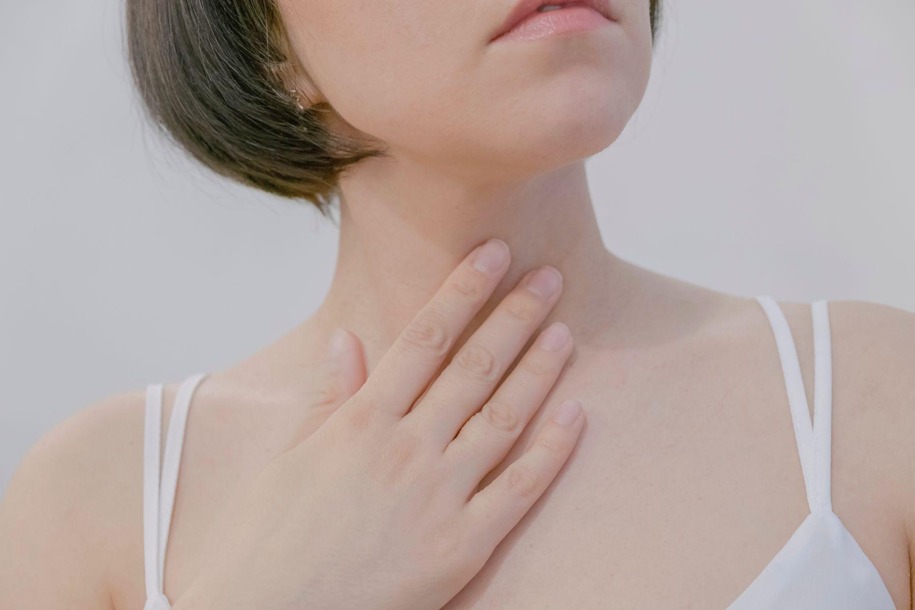 女性中年後易甲狀腺癌!醫師:想跟惡性癌細胞斷捨離...出現這6種不適症狀,速速就醫!