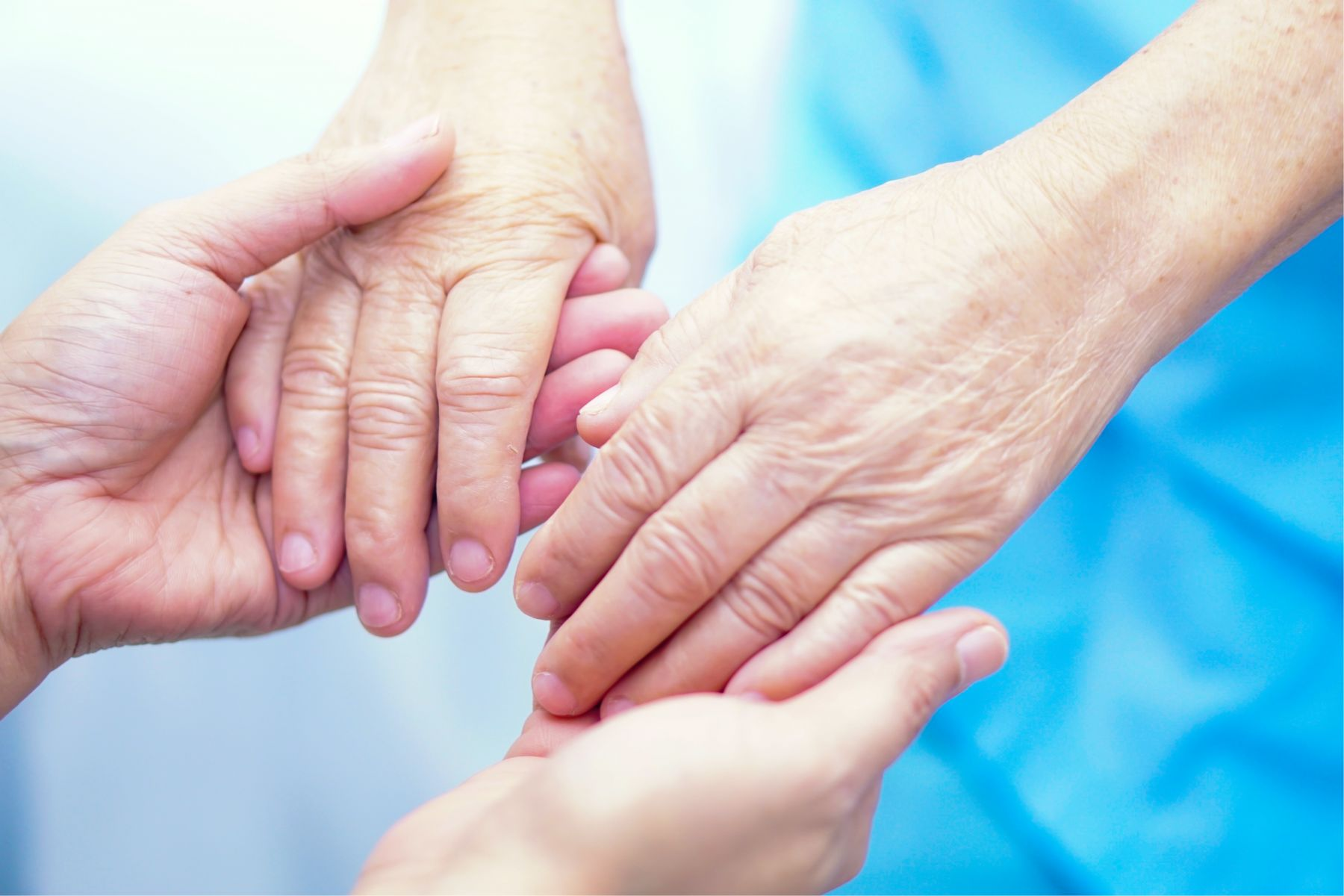 年邁的父母主動提到死亡,你是否常回答:「不要說這麼不吉利的話……」