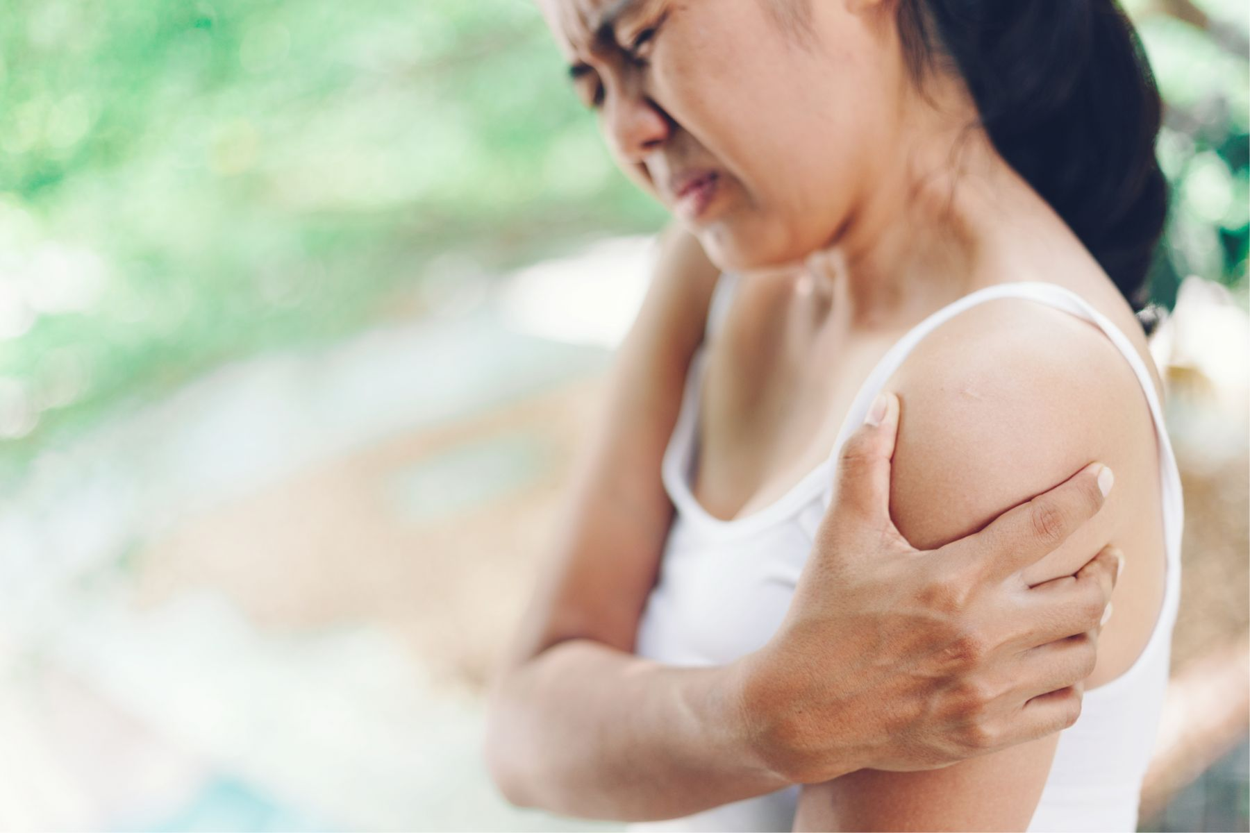 五十肩一發作沒完沒了?這2招有效解除疼痛,關節不老自動好