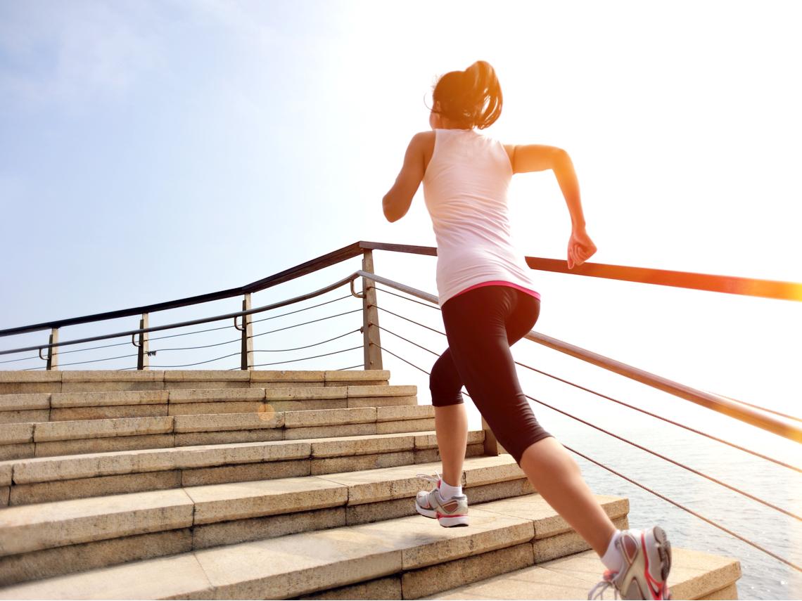 膝蓋不保養,易加速衰老!醫師列50大「關節養護」食物清單,抗氧化又抗發炎