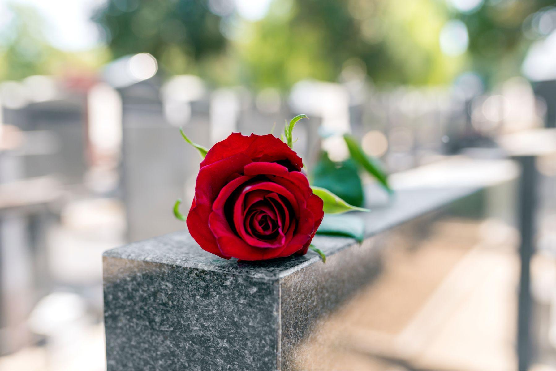 他在死前擔任志工,財產全捐贈…卻沒有任何家人出席他的葬禮!醫嘆:親情薄如一張紙
