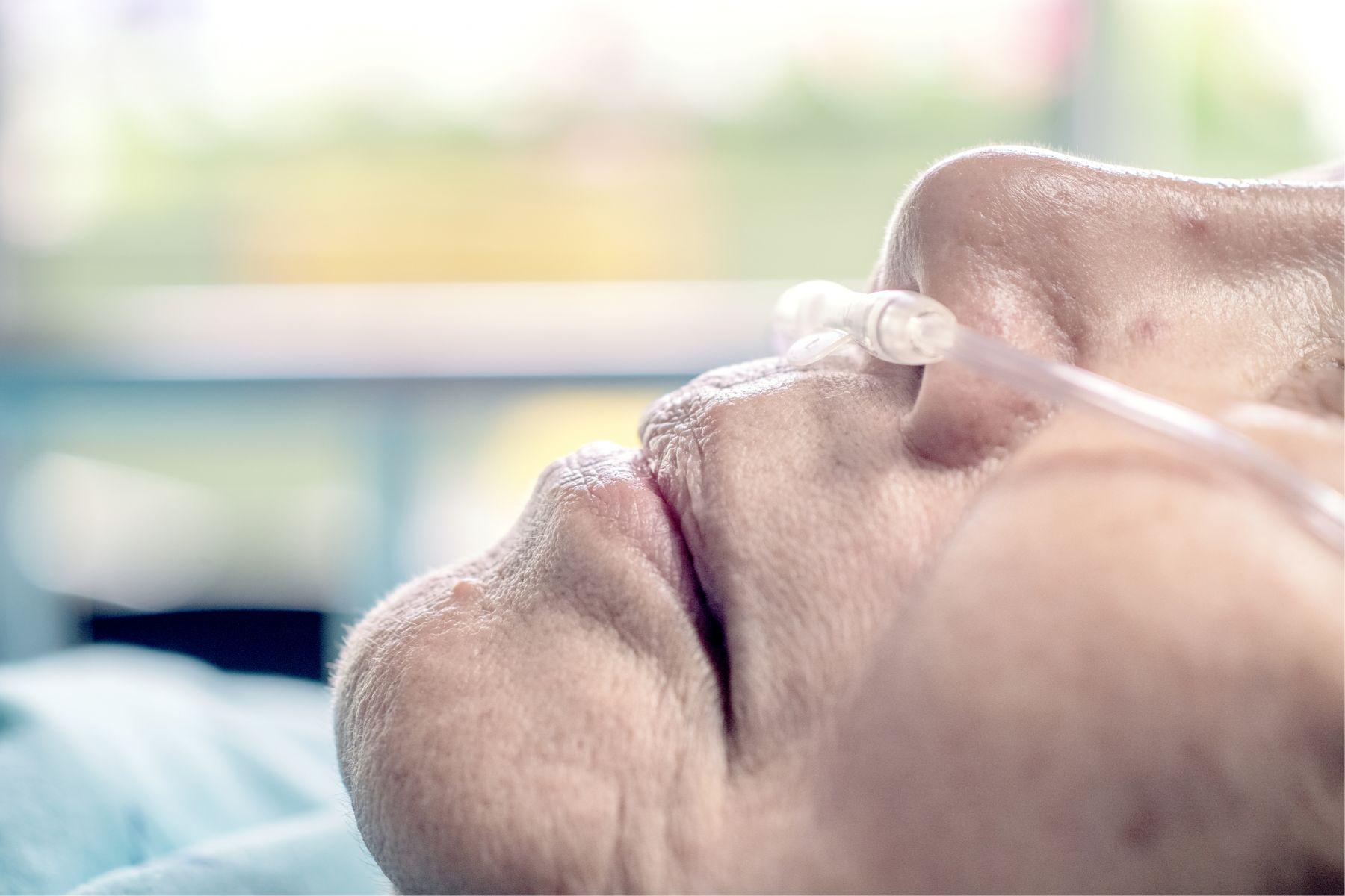 丈夫堅持插管!癌末的她爆氣...「再繼續治療,我就要告你們!」