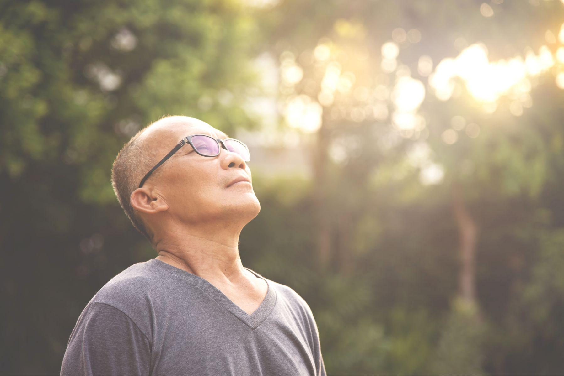 被判血癌最末期,卻奇蹟活到現在!醫生跌破眼鏡大讚:快樂的病人活得比較久