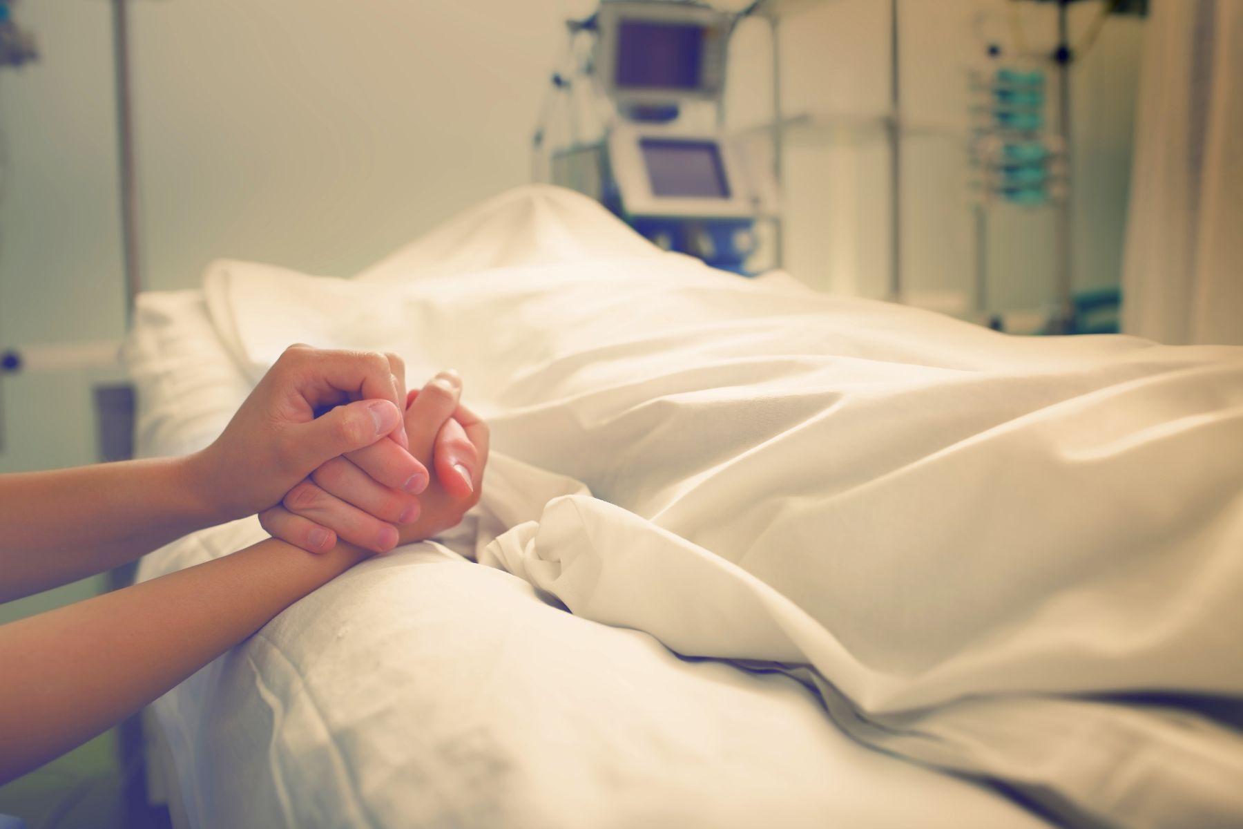 他人已死,親屬卻不簽死亡證明...竟因財產還沒轉移完!4例子警惕我們:如果病人是你的家人,你該怎麼辦?