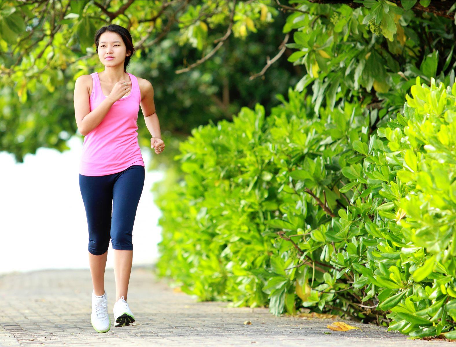 50歲以後,女性最易骨質疏鬆!這3招預防最有力,輕鬆遠離骨衰老不失能!