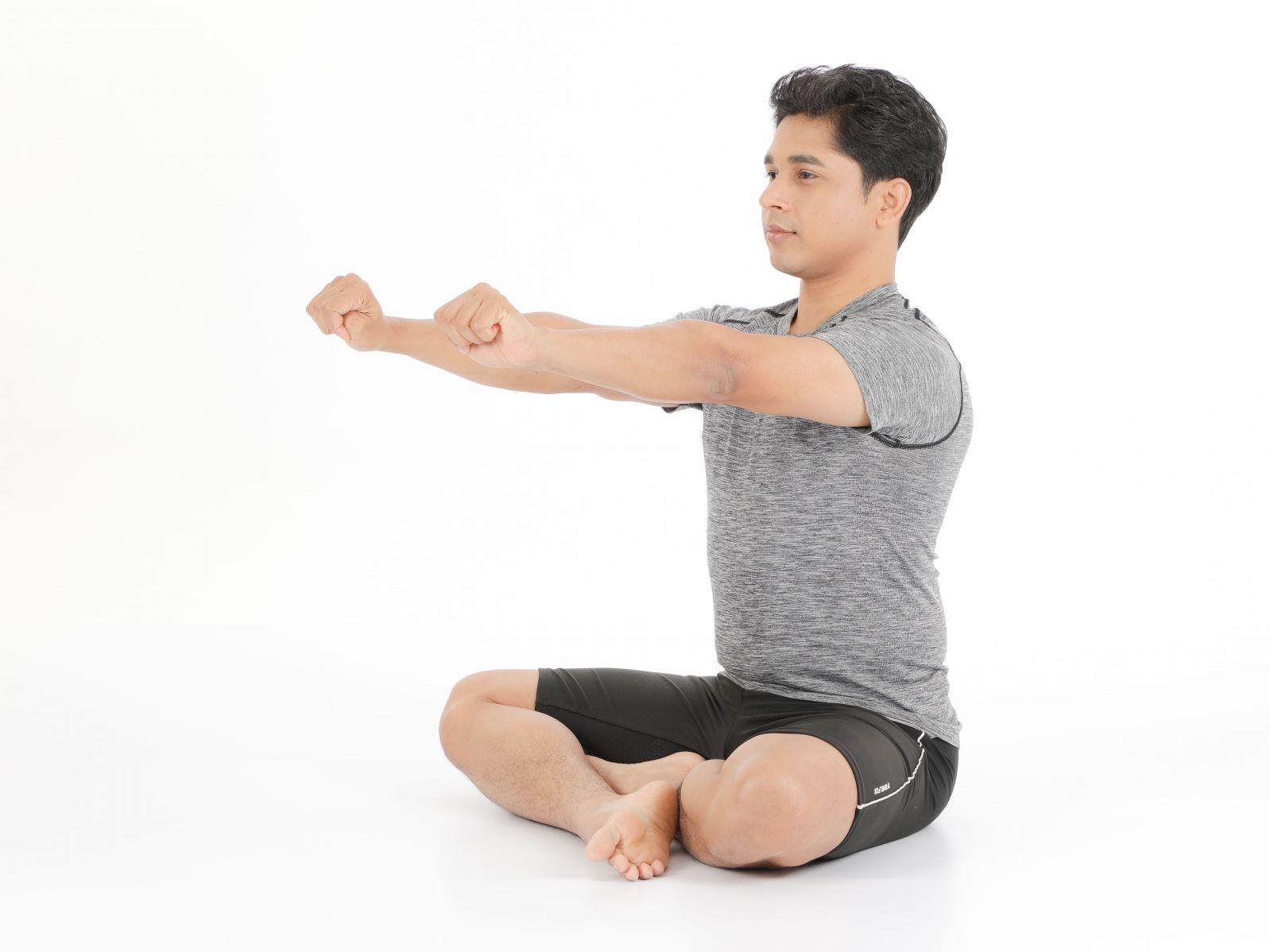 每天只花1分鐘!神奇瑜珈手腕運動,秒改善前臂、手腕痠痛