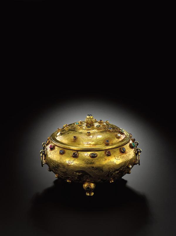 金胎鏨趕珠雲龍紋嵌寶石三足蓋爐