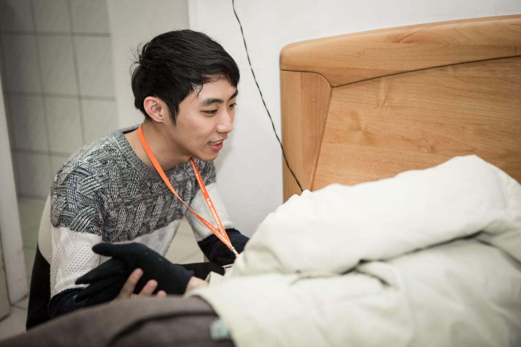 李孟峻更決定大學選擇老人服務管理系就讀,就想為外公盡多一點心力。