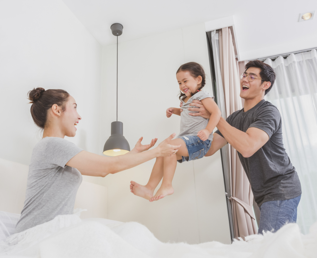 成長階段如果父母過度控制或溺愛, 讓孩子沒有機會建立完整的自我認知,就容易造成玻璃心的特質。