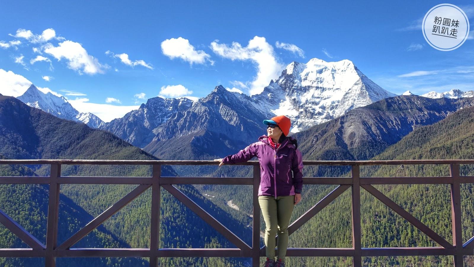 50歲後想每年出國,該怎麼存旅遊基金?她靠這樣投資理財,站在人生高峰享受美好第二人生