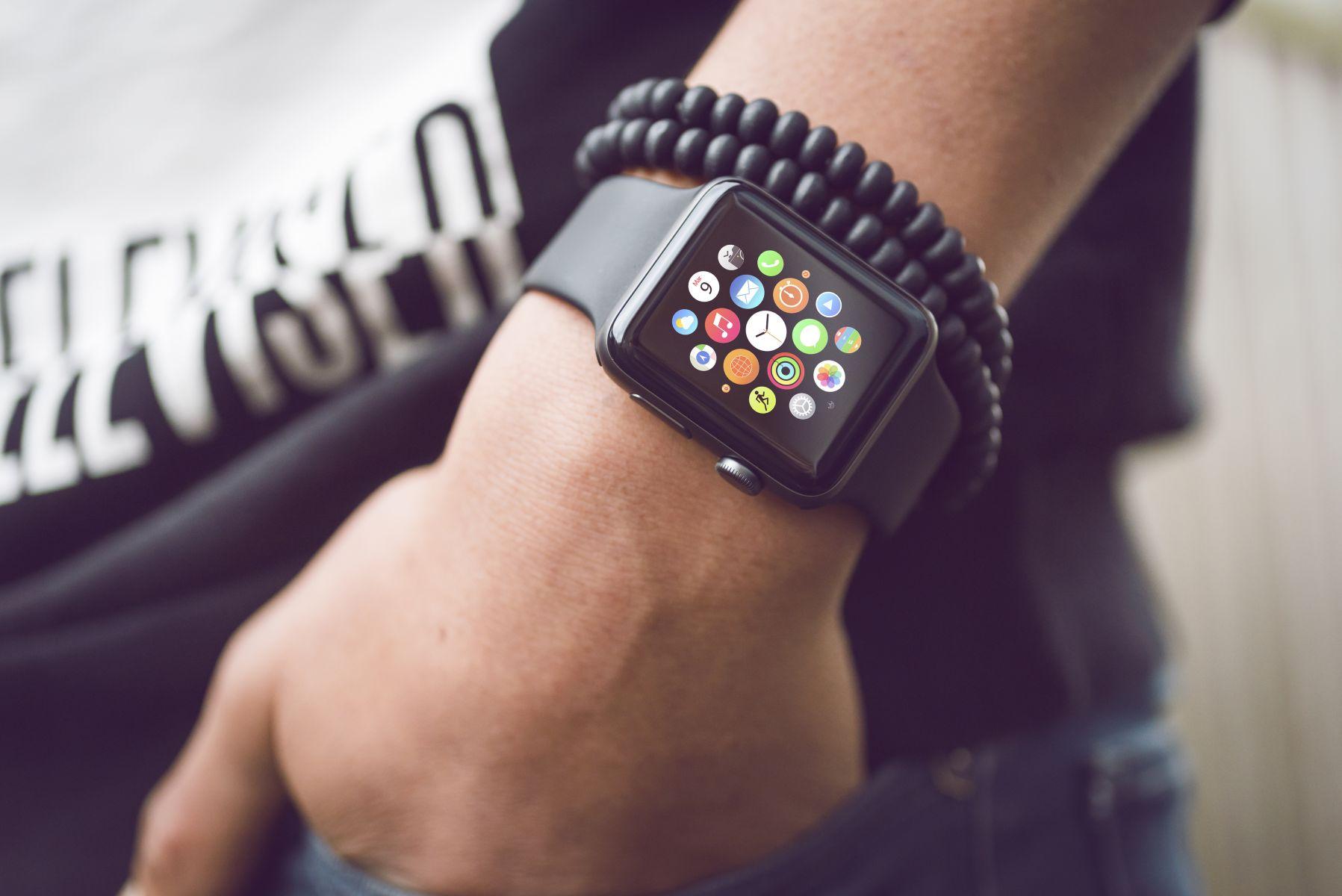 美國關稅大撒網,Apple Watch、Fitbit恐中招