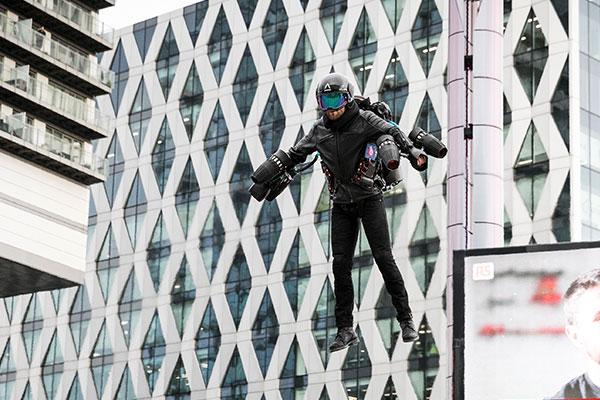 鋼鐵人成真!英國公司發明噴射套裝正式開賣 一圓粉絲英雄夢