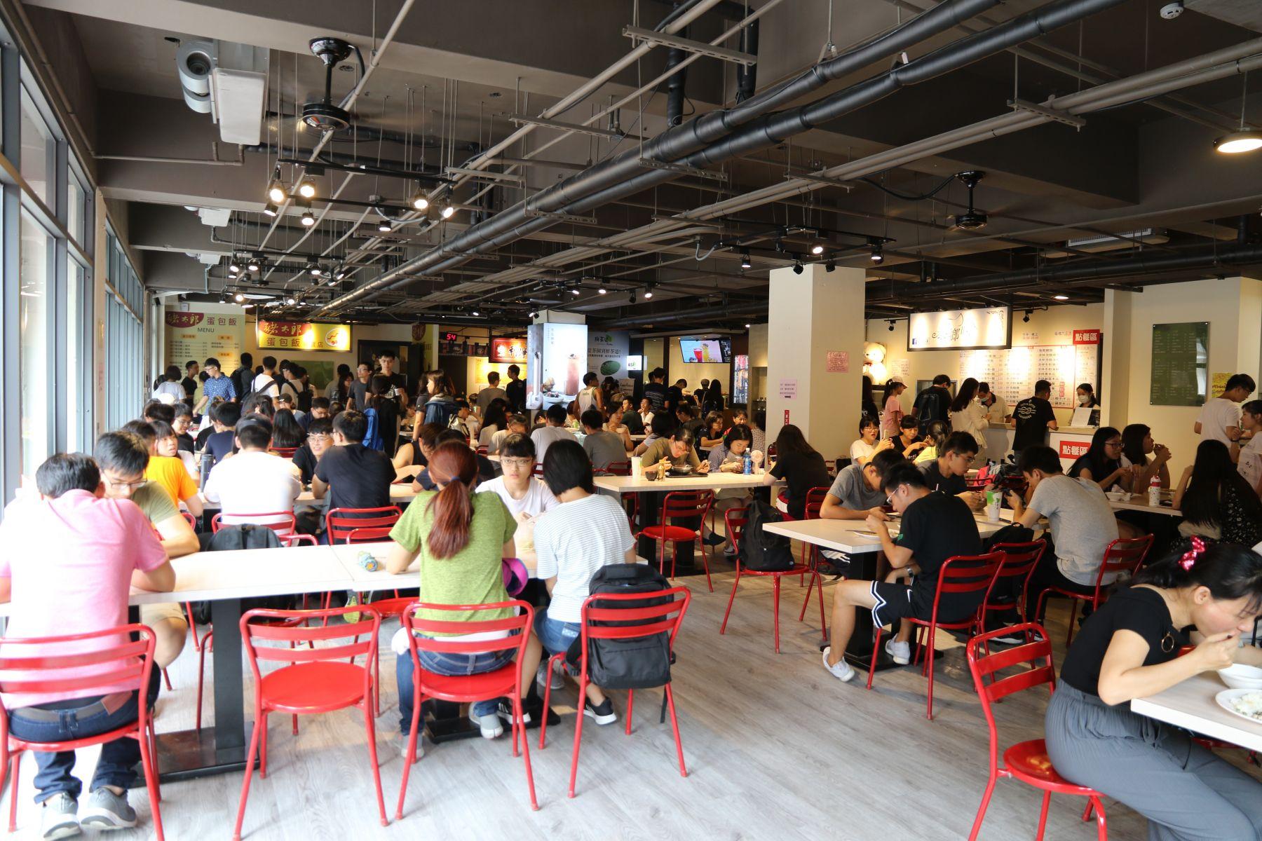 興大「最狂學生餐廳」 引進28家業者如百貨美食街