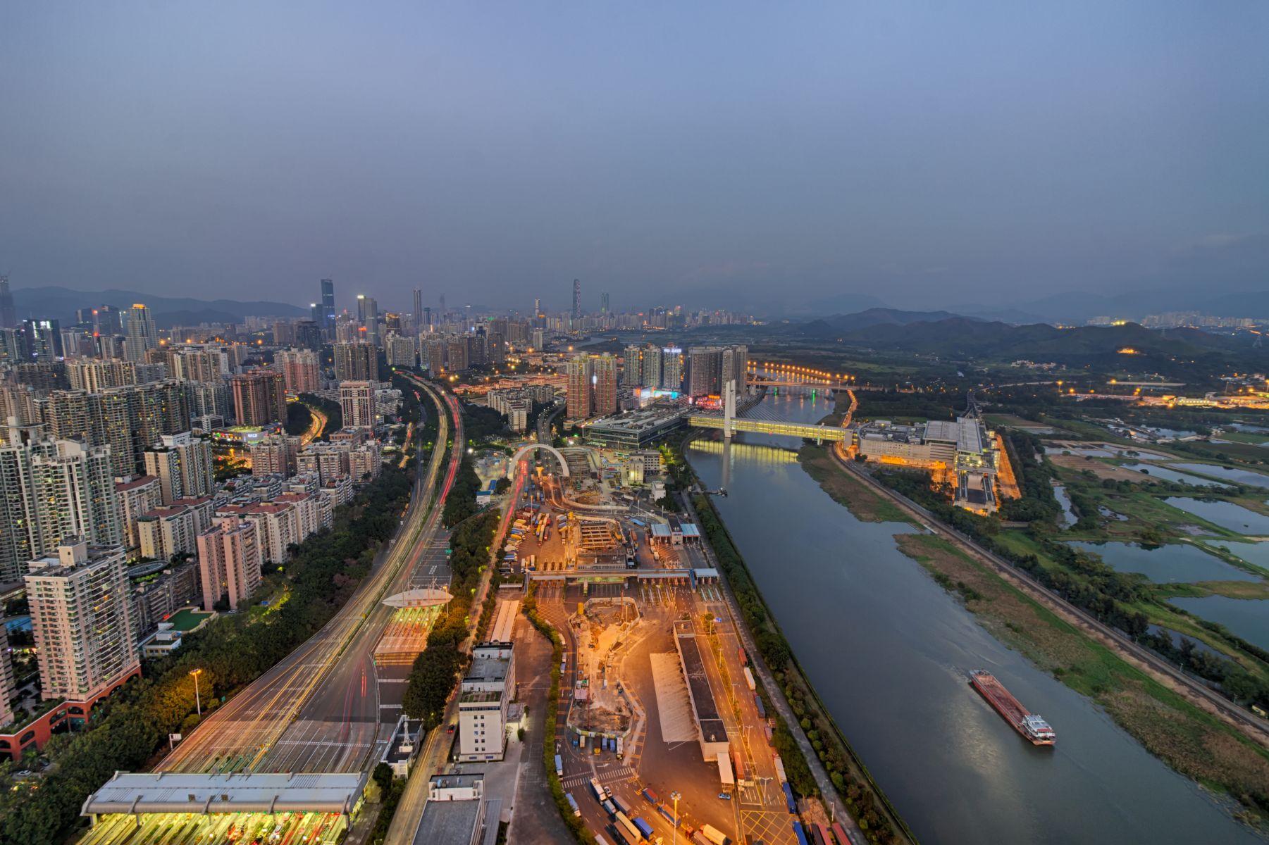 來往中國恐遇盤查? 香港記者被公安查手機盤問後…「再也不敢去了」