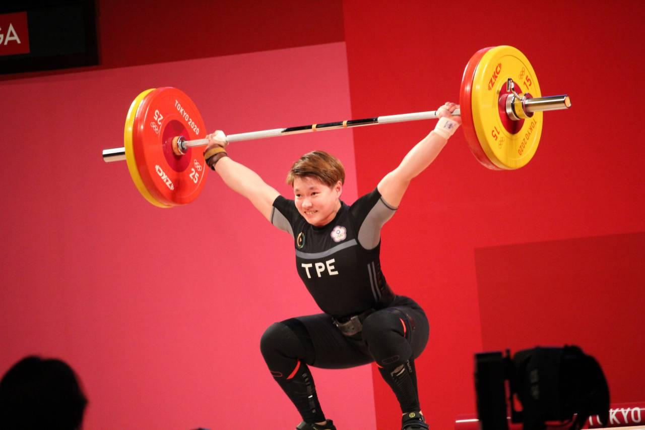 從田徑三鐵「跨界」到舉重,陳玟卉原來「只想吹冷氣」 世大運失利,教練一句話推她走向奧運