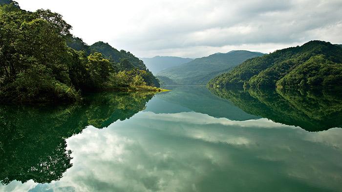 位於台灣北部新店溪支流北勢溪上的翡翠水庫, 因不開放觀光,保有豐富的生態資源。