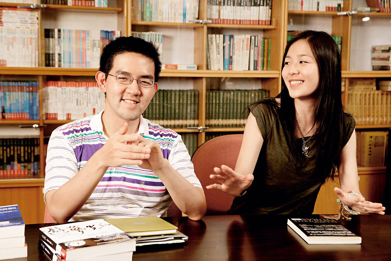 張懸(右)與焦元溥(左)並未走上父母規畫的道路,雙雙 選擇以音樂作為人生志業。