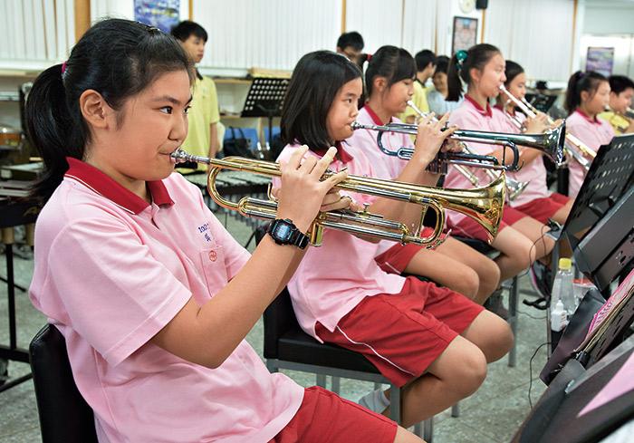 天母國中的社團活動十 分多元,如管樂、絃 樂、美術等,不勝枚舉。