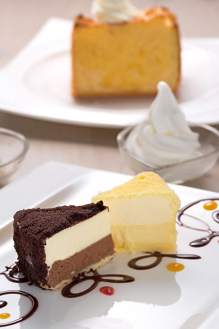 粉雪雙味乳酪蛋糕 一入口,濃郁的醇美滋味滿口,搭配一旁 的霜淇淋,奶香洋溢。