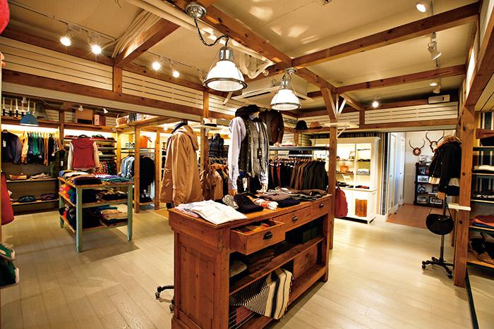 BEAMS進駐台北市,木質裝潢搭配富錦街的優閒,讓人能輕鬆地走入。