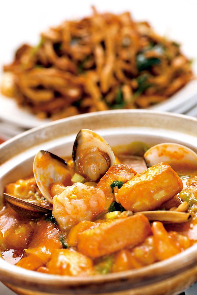 「蟹黃豆腐煲」老少咸宜,是人氣第一名的招牌菜,吃得到 香、滑、鮮、軟的口感。