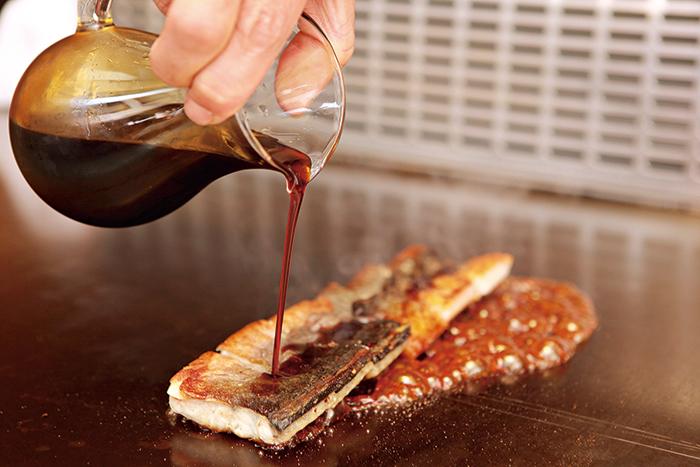 招牌「鐵板鰻魚」, 被香港美食家蔡瀾盛讚為全港第一。