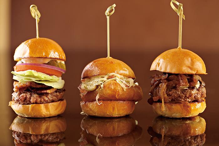 位於信義威秀影城的燒肉 株式會社與來自紐約的BLT Burger,都是人氣美食。