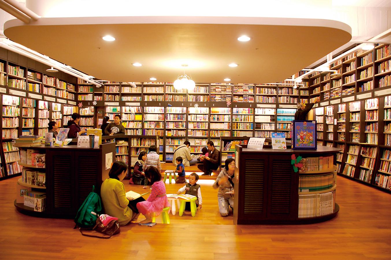 新光碼頭附近的茉莉二手書店, 是高雄人的新去處。