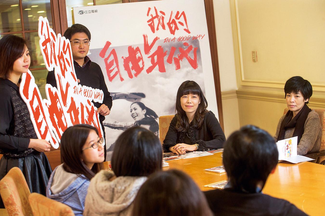 張正芬(右二)總能靠著觸動人心的行銷策略,替戲劇畫龍點睛。