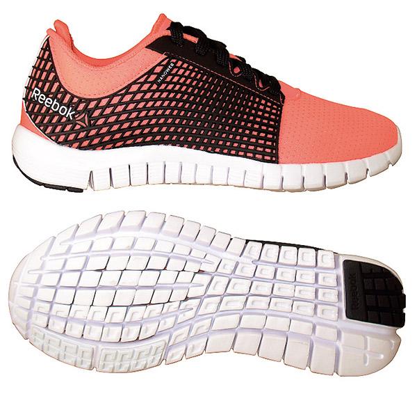 Reebok的鞋底讓腳底有 最大接觸地面範圍的機 會,能防止腳拐到。