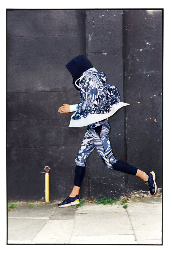 adidas Stella adizero II跑鞋 輕量、合腳,搭配緊身 褲,運動起來很有型。