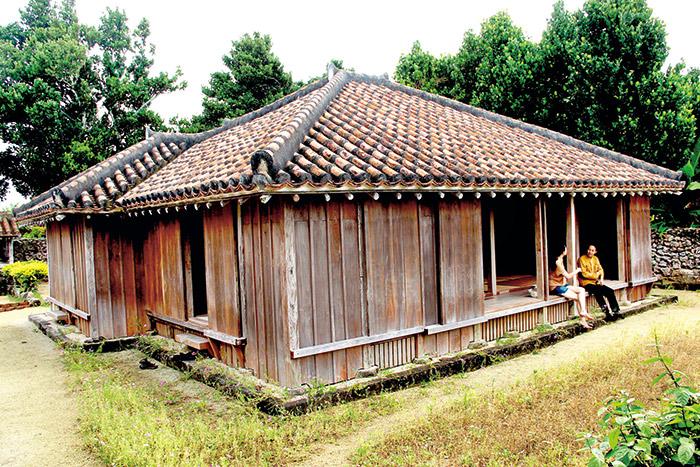 傳統的與那國島木造建築,每個先人規畫的設計 動作,都思考了人與環境之間的關係。