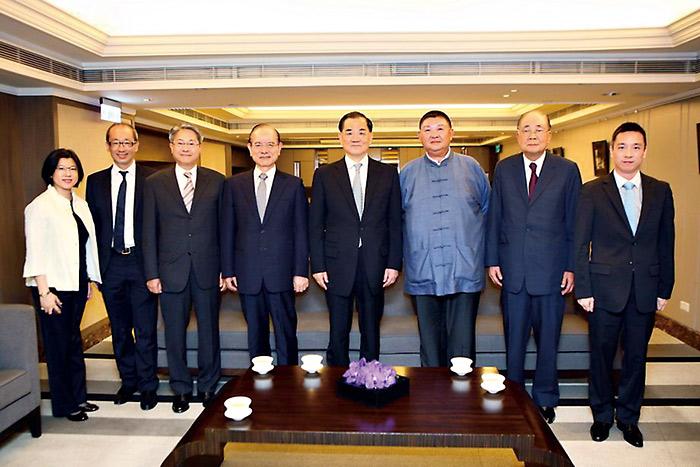 李大壯(右三)宴請國民黨榮譽主席連戰(右四)等人。