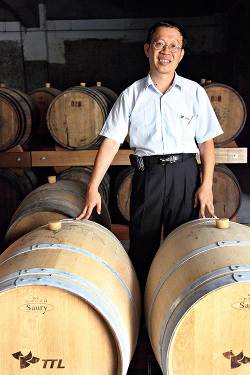 南投酒廠副廠長潘結昌,在推動威士忌原 酒問世的路上不遺餘力。