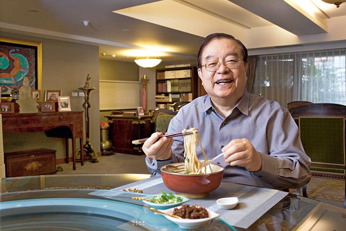 熱愛研究美食的蔡辰男,對牛肉麵和四神湯情有獨鍾。