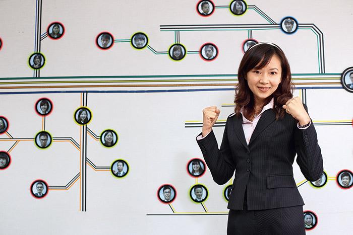 對張嘉珉來說,「業務」是個求人的角色,她興趣缺缺,但金錢最大,「沒興趣,也要去試,並且要 想辦法做到好。」